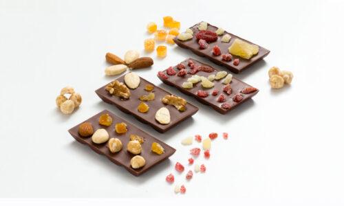 tavolette di cioccolato frutta secca e candita pasticceria di cara