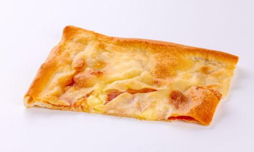 Focaccia al prosciutto e formaggio - salato - focacceria pasticceria forno di cara - genova pegli